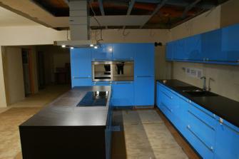 rýsuje se kuchyň....pěkná barva:-)))