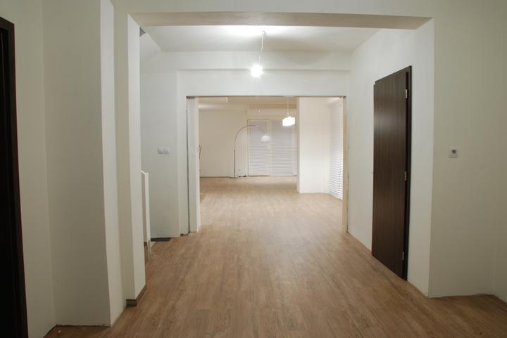 Zařizujeme náš domeček .... - podlaha v celém domě hotová...
