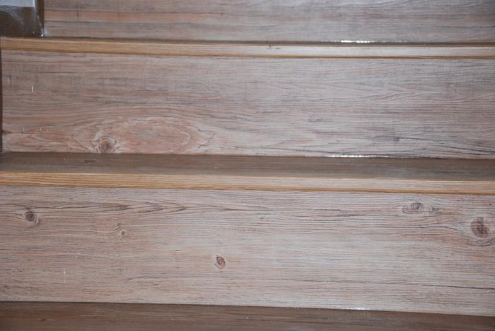 Zařizujeme náš domeček .... - někdo tu chtěl detail hran schodů ....nevím kdo, ale tady jsou .-)
