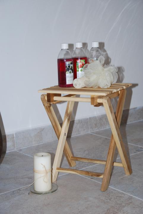 Zařizujeme náš domeček .... - stoleček k vaně ... koupím ještě tak 2 :-)