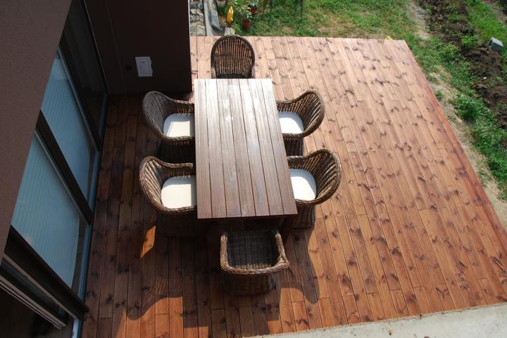 Zařizujeme náš domeček .... - S tím nábytkem to ani nevypadá, že je terasa tak  velká, to by nám těch původních 20 metrů ani nestačilo :-)