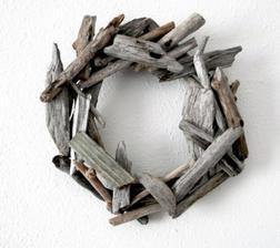 Věnec ze starého dřeva