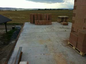 pohled z horní terasy  - naproti by se v nejbližších 20 letech nemělo stavět, tak snad :-)