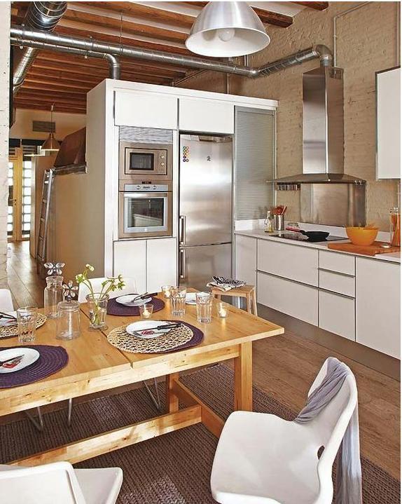Inspiracie kuchyna - Takto si predstavujem zabudovanu chladnicku, aj ked asi nie vedla rury, to asi nie je idealne miesto, ci? :)