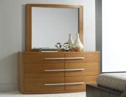 Trosku modernejsi typ skrinky so zrkadlom.