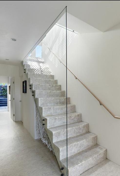 Pozor, schod-d-d-d! - Takto nejako si predstavujem aj nase schodisko, resp jeho zabradlie.. :))