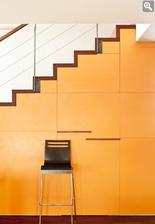 Pekny bocny pohlad na schody, tie stupne sa mi pacia ako tu vyzeraju..