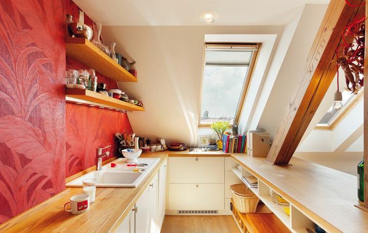 Inspiracie kuchyna - Pekne tapeta za linkou..len ktovie, ako je to s odolnostou voci vode, mozno nad dresom maju sklo alebo tak..
