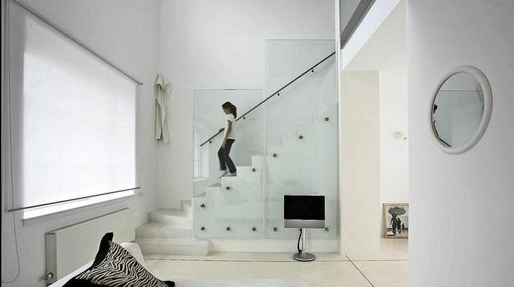 Pozor, schod-d-d-d! - ..aj toto je pekne zabradlie..ktovie, kolko taketo zabradlia stoja.. :)