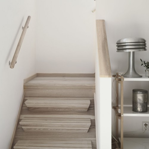 Pozor, schod-d-d-d! - Pekna farba schodov, aj zabradli, len tie stupnice sa mi nepozdavaju. :)
