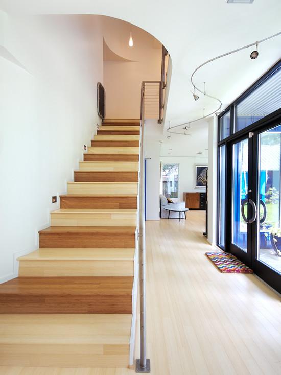 Pozor, schod-d-d-d! - Striedanie farieb stupnic..pripomina mi to dvojfarebnu babovku.. :)))