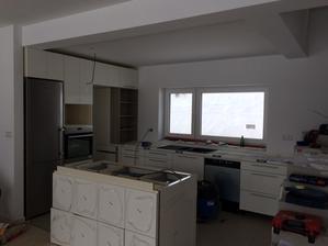 Prvá foto reálnej kuchyne. :) Zatiaľ nedokončená, ale už sa črtá! :)