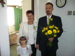 ženich Martin s maminkou a dcerou Marikou