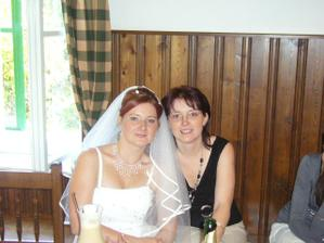 nevěsta Ivana a její sestra Lenka (svědek)