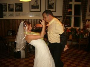 pořádně se tančilo - nevěsta a ženichův svědek Aleš