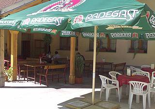 Terasa patří k restauraci