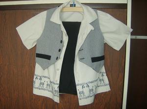 Obleček už má mládeneček pověšený ve skříni, jenom ještě upravíme délku kalhot.
