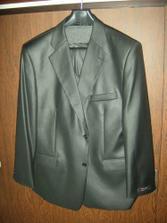 Ženich si konečně koupil oblek - antracitově černý, lesklý a z ohromně příjemného materiálu