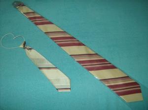 kravaty pro otce i syna - základní smetanová barva, u tatínka kombinace s vínovou a u syna do šeda k barvě vestičky