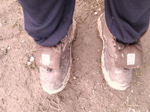 Tyhle manželovo boty jsou pro mě nutnost,když se ted toulám po zahradě-vyhlížím jaro...