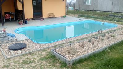 Bazén jsme vyčistili a dopustili,momentálně má voda 15 st.