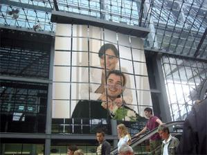 V obchodaku na svetelnej reklame :-)