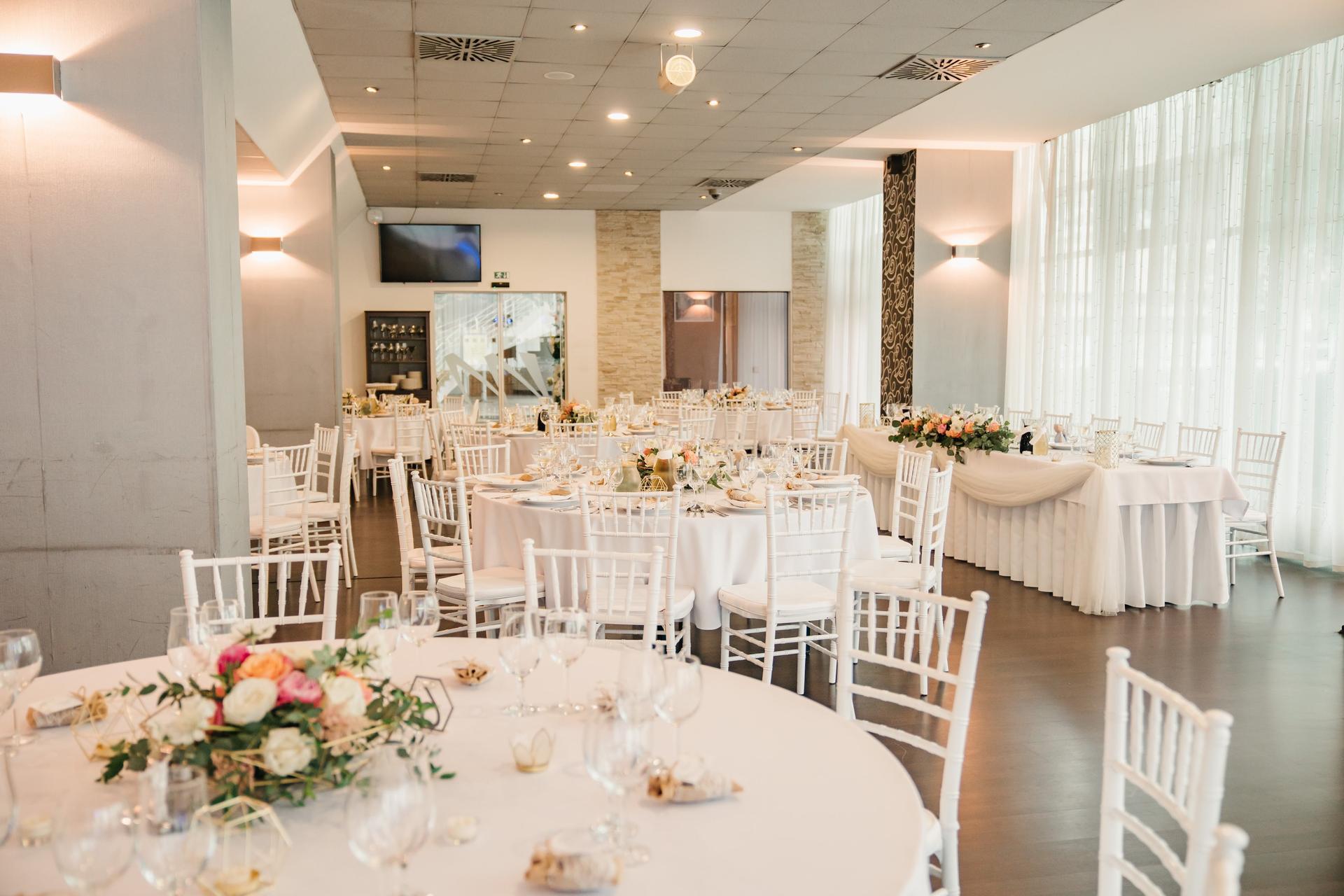 Opatrenia sa pomaličky uvoľňujú a vy ešte nemáte priestor na Vašu svadobnú hostinu? Maranello-ristorante je to ideálne miesto! Kontaktujte nás mailom na info@maranello-ristorante.sk alebo na tel.č.0948080180 - Obrázok č. 2