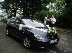 Připravené autíčko pro nevěstu