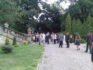 Všichni hosté na místě a nevěsta nikde :-)