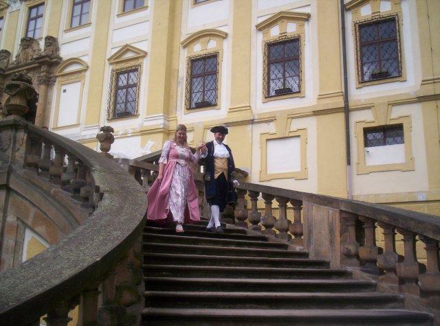 Olí Fričová{{_AND_}}Michal Marek - A už jdou vyzvednout svatebčany.