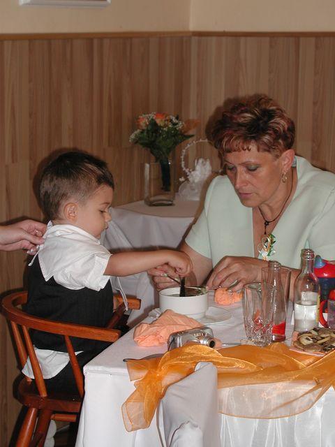 Olí Fričová{{_AND_}}Michal Marek - Syn už měl pořádný hlad :-)