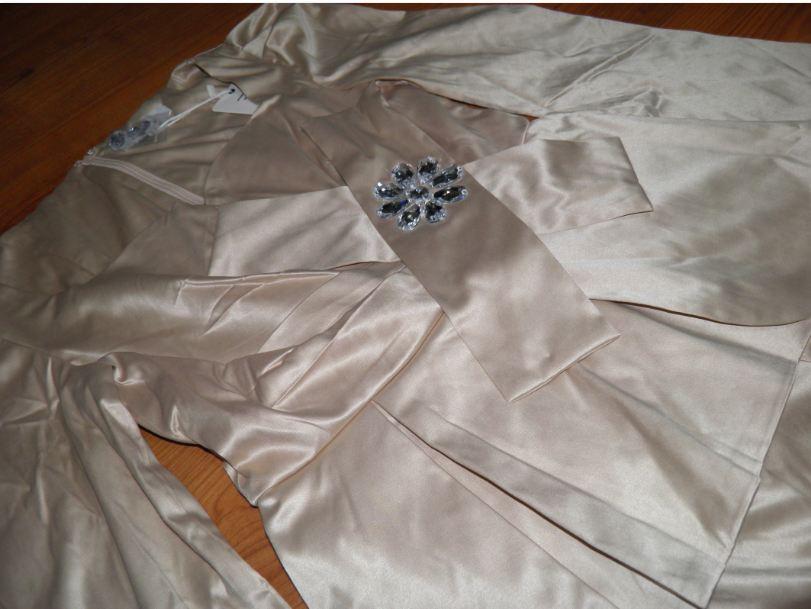 Kostýmové šaty - Obrázok č. 1
