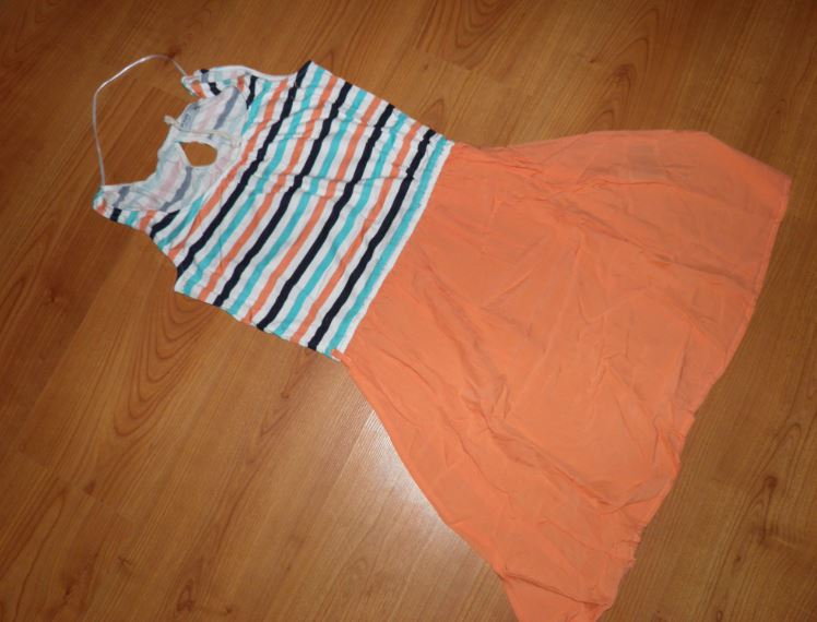 peknučké šaty - Obrázok č. 1