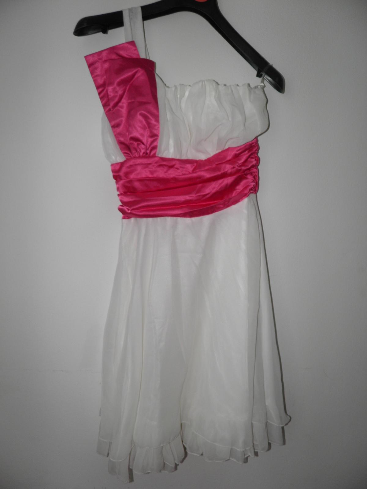 nenosené princeznovské šaty  - Obrázok č. 2