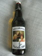 Na každé flašce jiné foto.
