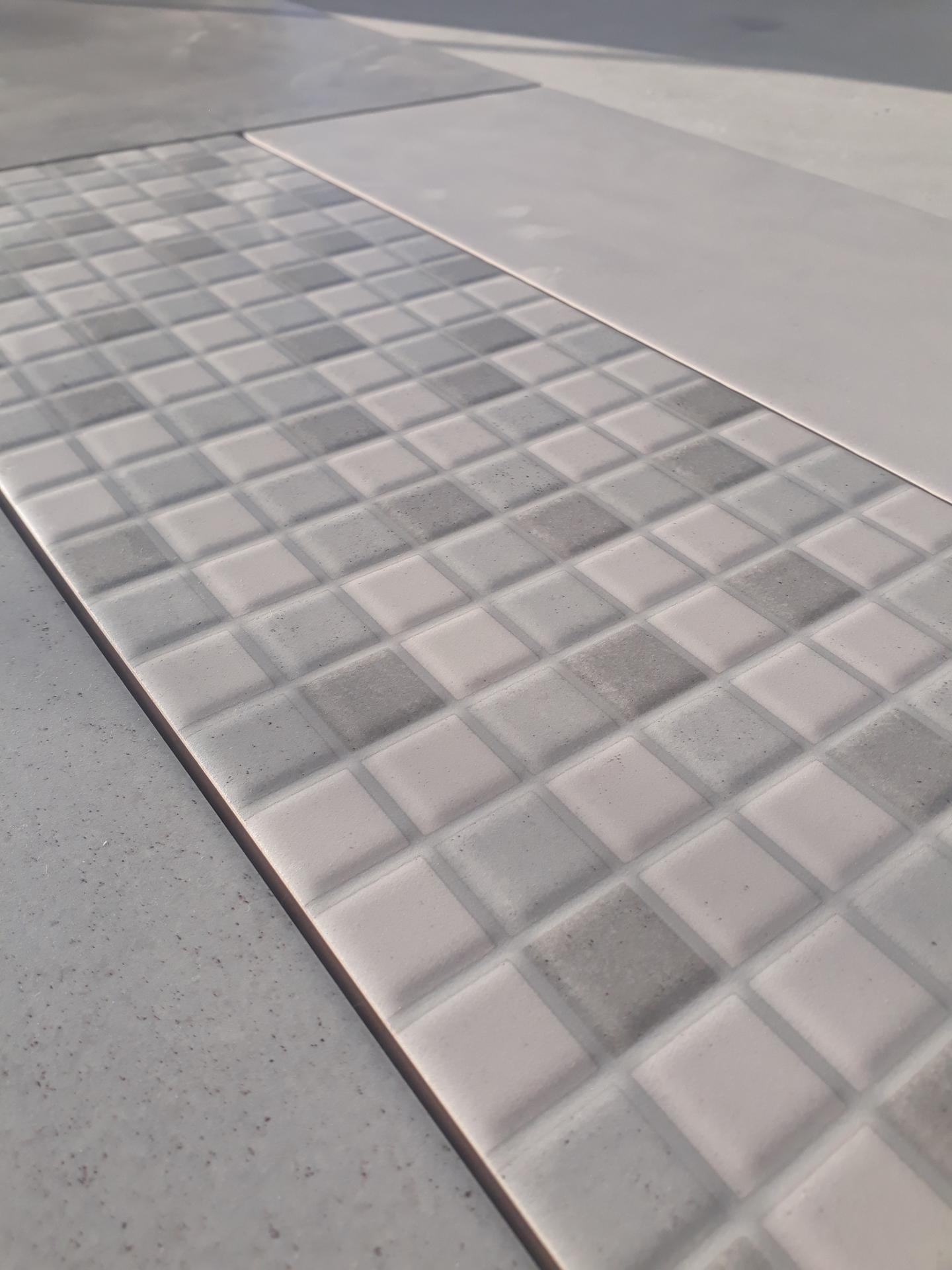 Koupelna přízemí - Mozaika a šedá