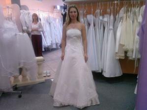 mé svatební šaty ze předu
