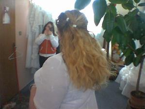 vlásky se mi paní v salonu snažila trochu zkrotit... jak patrno marně...