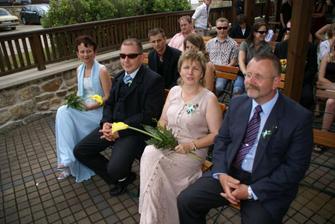 Zleva - rodiče nevěsty Ivanky a naše maminka a taťka...