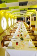 Restaurace na lodi - taky bude slavnostní oběd