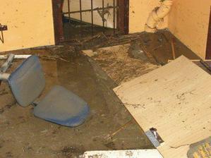 po záplavách sklep