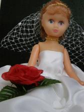 ružičku a ze dvou prstýnku jsem ji udělala čelenku a náhrdelník