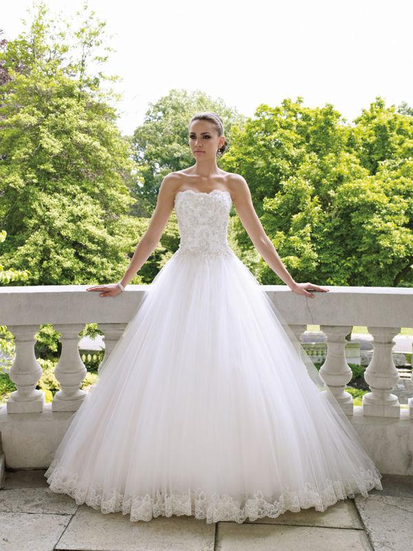 8d0783dd4f51 Kde zoženiem takéto šaty  - - Svadobné šaty