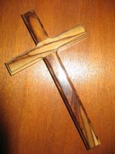 náš jednoduchý ale krásny svadobný krížik z olivového dreva,  kúpený v Brne :-)