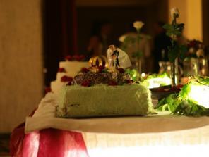 torta od manželovej krsnej mami, bola výborná a ostali nám z nej figúrky na pamiatku :-)