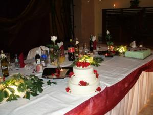 hlavný stôl, efektne podsvietený :-)