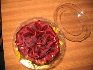 peniažky na redový :-) a ozdoba na košík...z takej istej látky boli vyrobené aj vrecúška s peniažkami, ktoré dostali hostia za redovy :-)