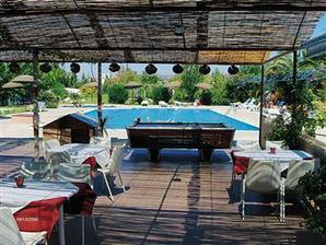bar pri bazéne, miešali fajnové drinky :-)