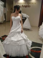 šaty č.4 - na páse fajn, hore mi čosi chýba :)
