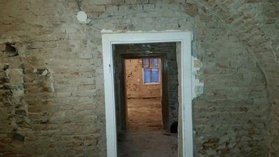 prva etapa za nami , nasleduje oprava strechy izolacia vonkajsich murov a prace v interieri, dufame ze na vianoce budu omietky natiahnute .. dufame :)